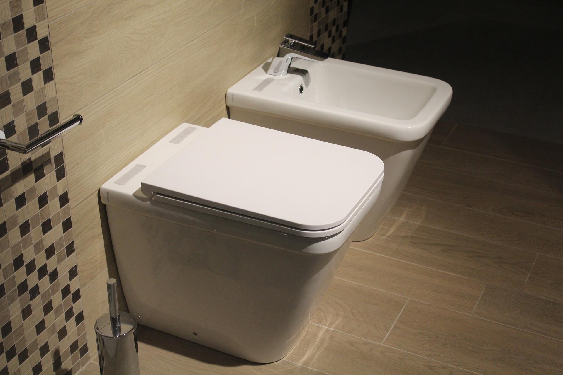 Altersgerechtes Bad - Welche Hilfsmittel lohnen sich & gibt es